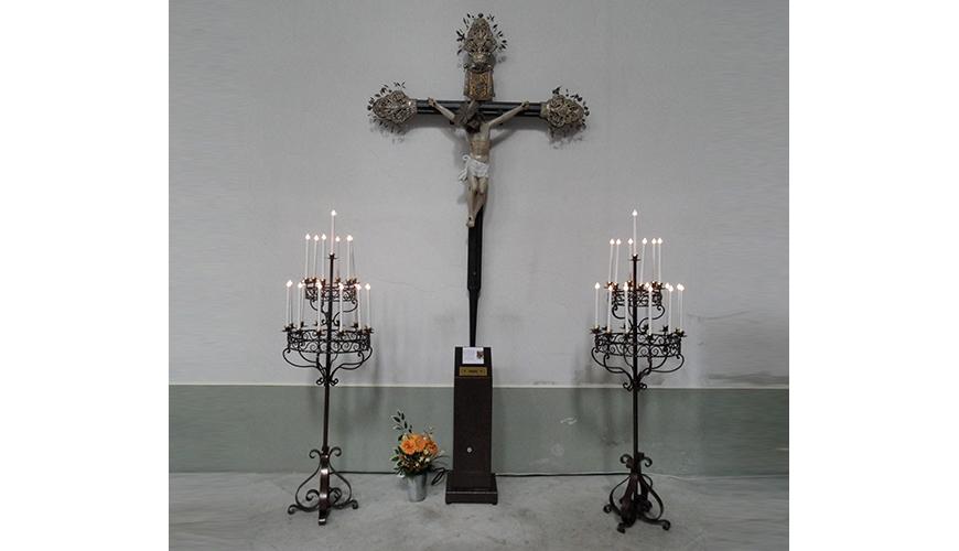 9 - Votivo Arredi Sacri: Candeliere elettronico per Chiesa con bussola