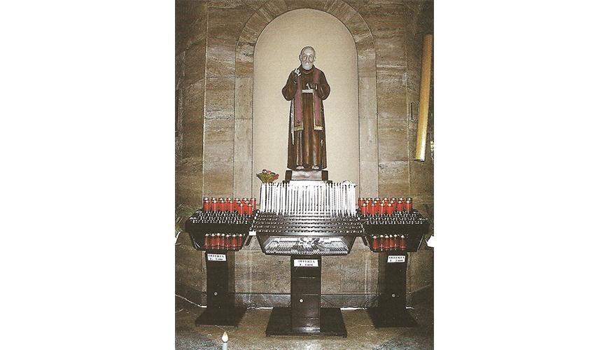 12 - Votivo Arredi Sacri: Candeliere gestuale per Chiese e Santuari